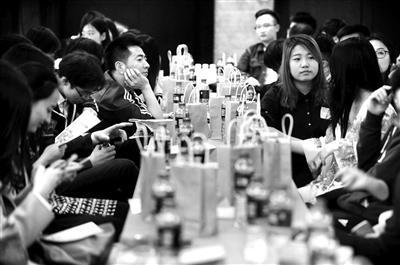 名校变单身重灾区 北京千余大学生扎堆单身派对