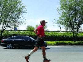 """深圳""""阿甘""""跑回长春 40多天体重减了10公斤"""