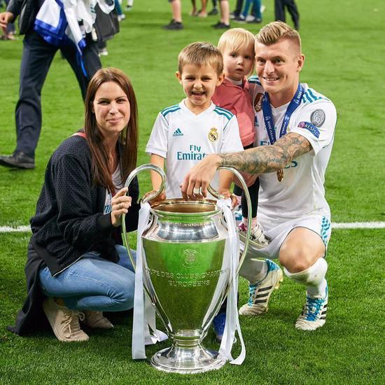 2018年夺冠,克罗斯与家人庆祝