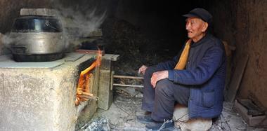 87岁老兵曾流光胳膊血 称自己多活了69年