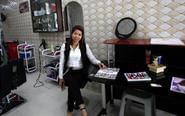 中国媳妇在国外开美容院