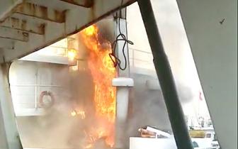 福安甘棠一船厂3000吨油轮突发大火 现场浓烟滚滚