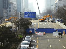 滨河东路东半幅封闭施工使周边道路压力骤增