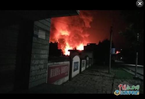 江西湖口一化工厂发生火灾 起火及伤亡情况不明