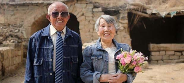 耄耋夫妻拍婚纱照走红网络 这才是爱情最美