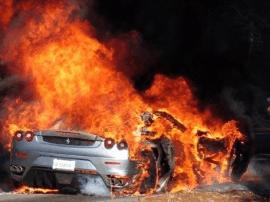 一男子雇人报复情敌  火烧三辆豪车