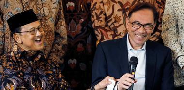 马来西亚前副总理安瓦尔获释后拜访前总统