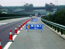 二广高速太原-忻州段道路施工 请驾驶员提前绕行