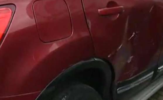酒店门口停车堵路被暴力撞开 恶意毁车最高判7年