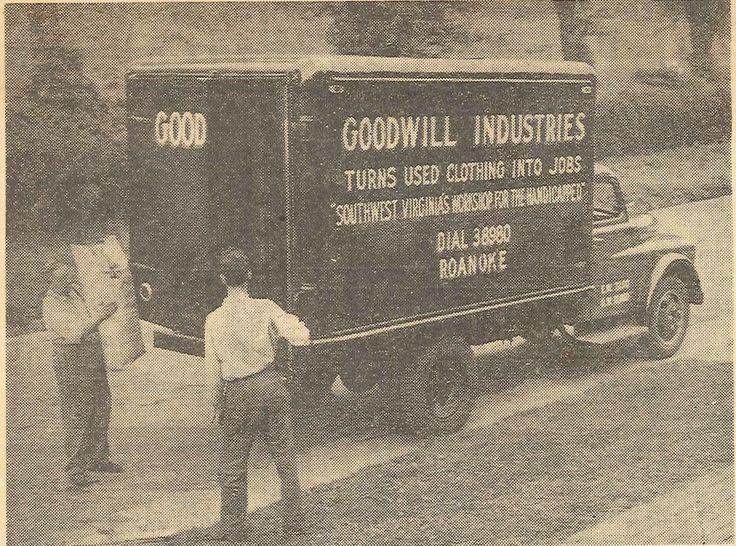 """美国""""好意慈善事业组织(Good Will)""""回收旧衣物的老照片。/Pinterest"""