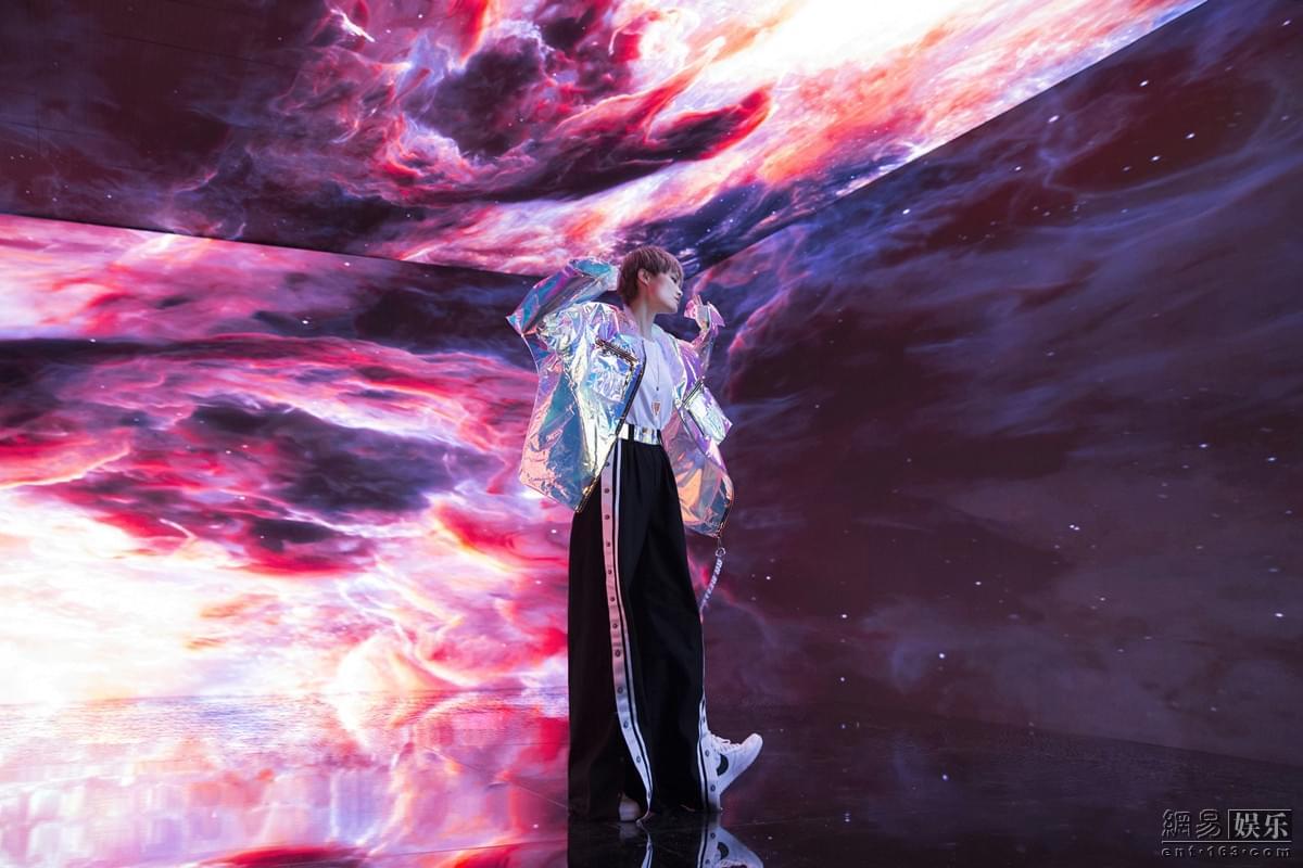 李宇春《一百种热爱》MV发布 上演迷幻多元风
