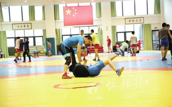 """全国锦标赛团体第二 浙江摔跤队有冲劲更有""""后劲"""""""