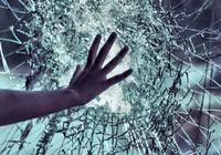 """日本发明能""""破镜重圆""""的玻璃:30秒就能恢复原状"""