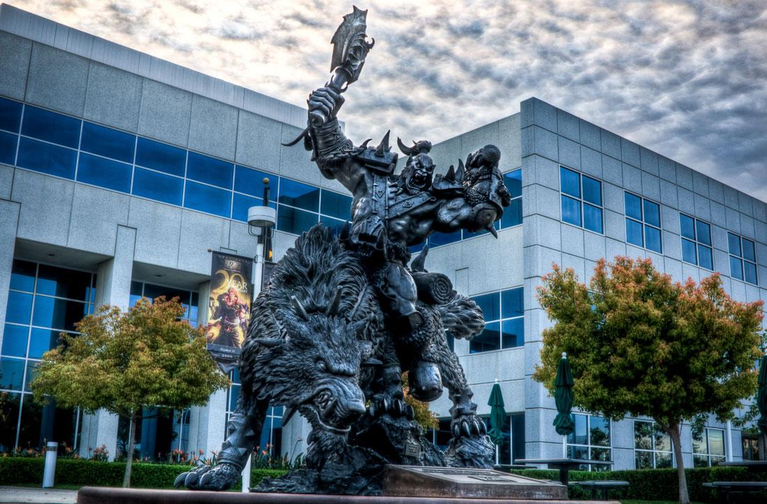 暴雪总部那座的狼骑兵雕像 竟然也是中国制造