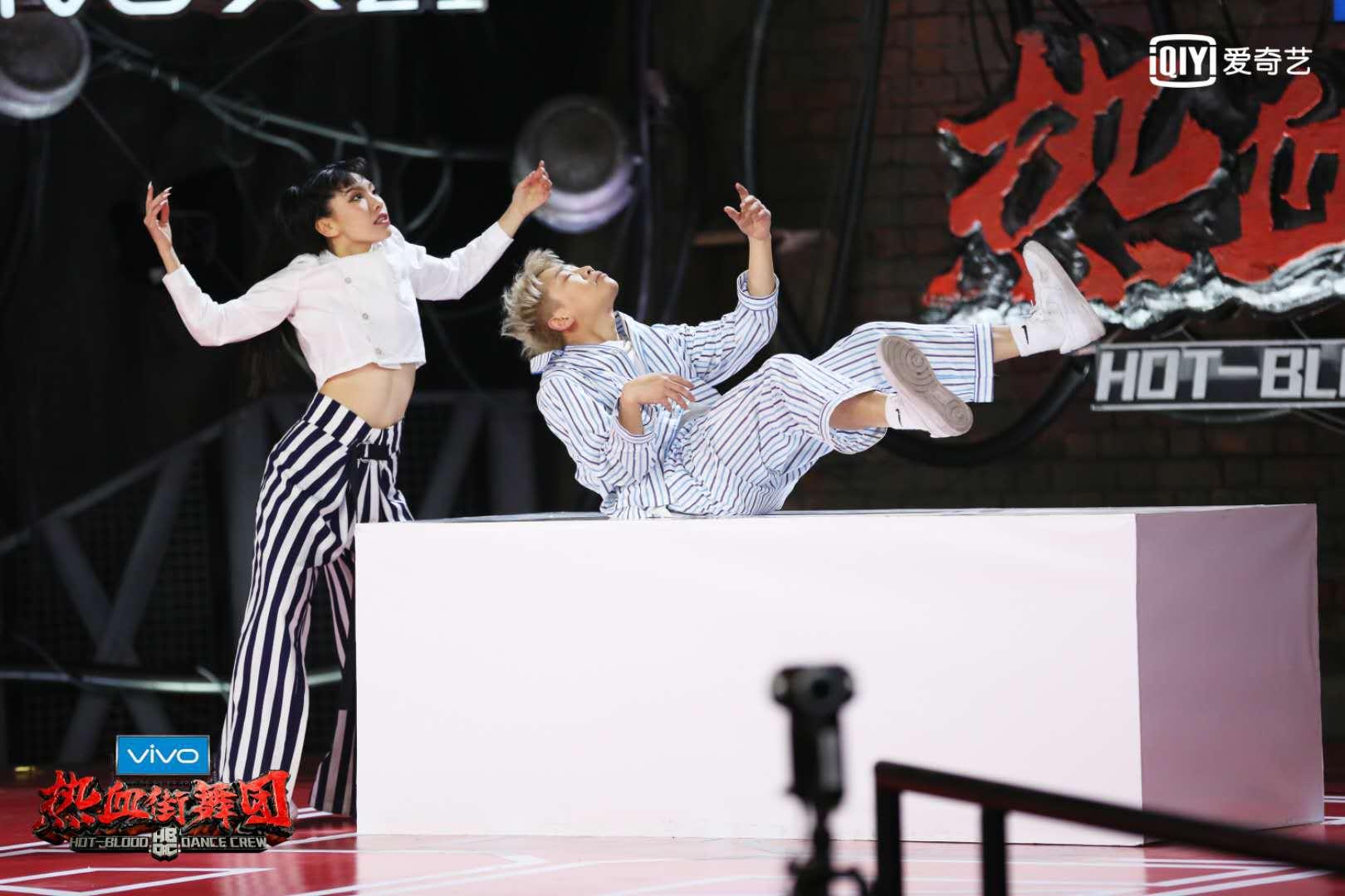 《热血街舞团》激烈竞争之余展现舞者情意