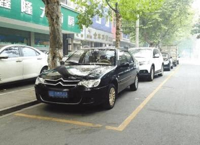 记者调查:荆州城区免费停车位 真的一位难求吗?