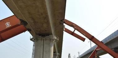 济南一铁路施工现场龙门吊倒塌 致6人死亡