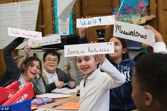 手写体英文重返美国课堂 字体美观受学生喜爱