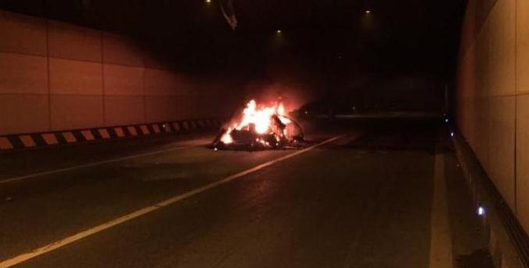 深圳一兰博基尼隧道内自燃 烧剩一堆铁