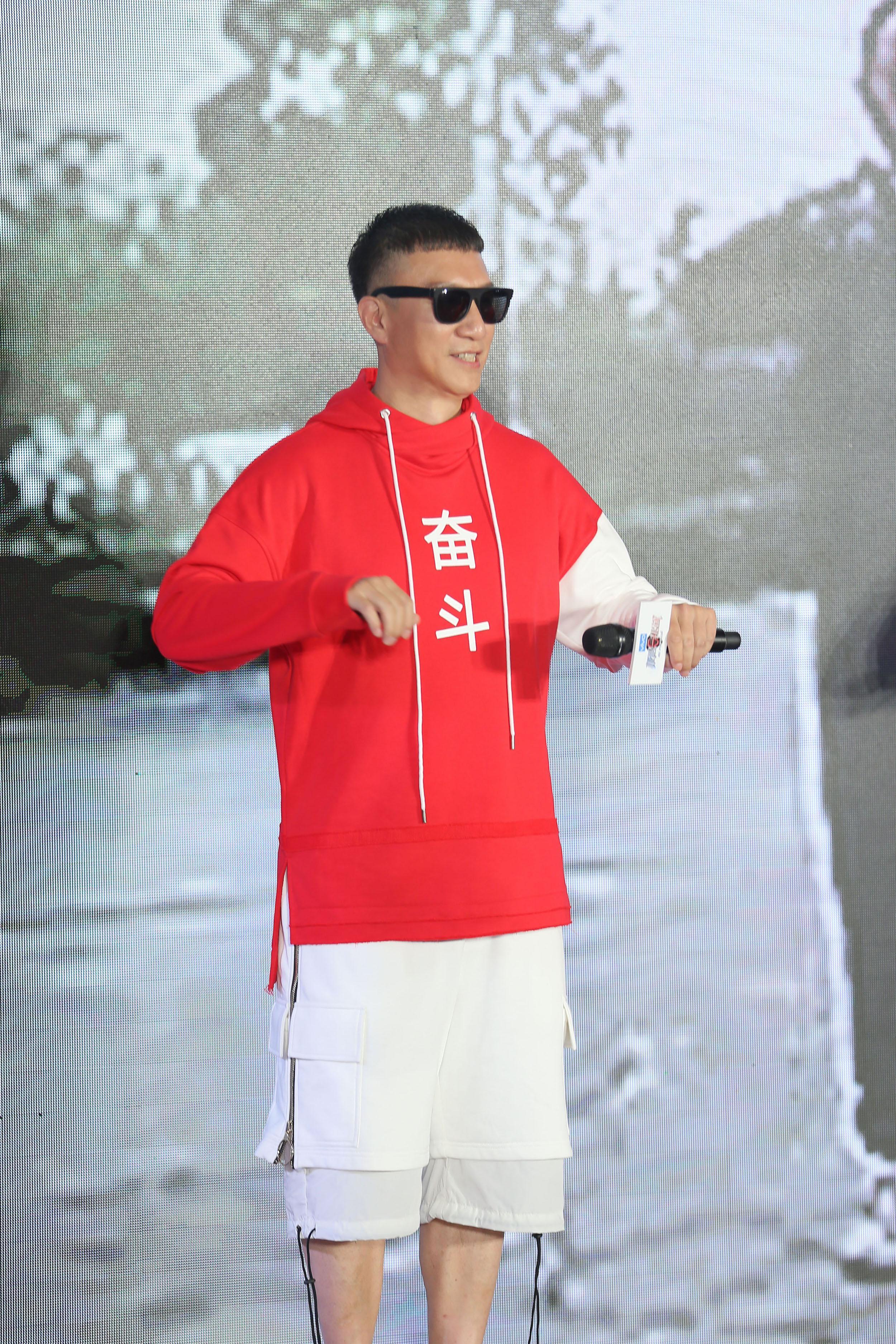 """""""极挑团""""跳广播体操 孙红雷让衔""""第一美"""""""