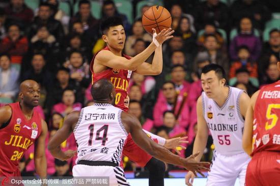 90天从辽宁弃将成吉林一哥,他是篮坛岳云鹏CBA哈登,常调戏NBA众巨星