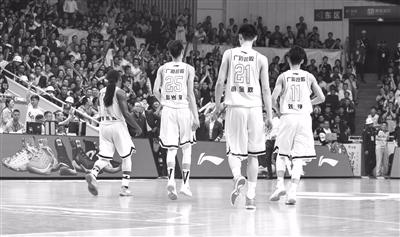 总决赛第二场广厦又输了 杭州体育馆篮筐上的摄像机被拆走了