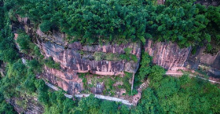 揭秘江津红岩硐寨群 岩壁有枪眼 当年的土匪聚集地