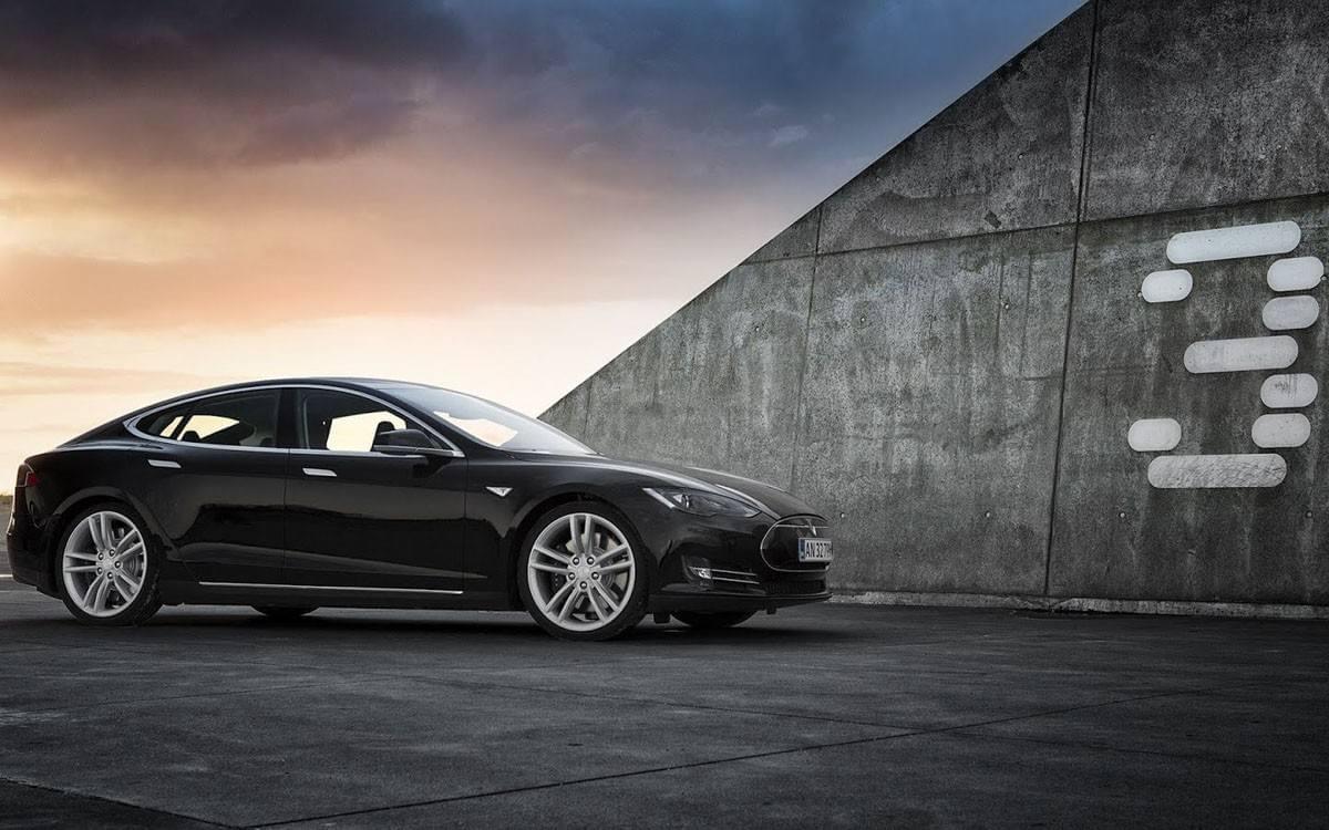Model 3将搭载空气悬挂 并升级双引擎全轮驱动