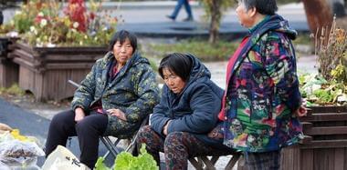 黑龙江小镇秋分气温-2℃ 棉袄棉裤满街飞