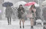 日本女生光腿短裙雪中行