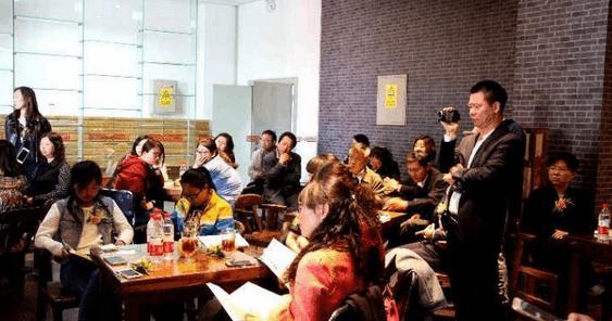 世界读书日:读者在内蒙古图书馆以书会友