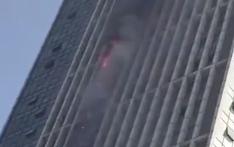 武汉万达30层大楼起火 系因拆广告牌时火星溅落
