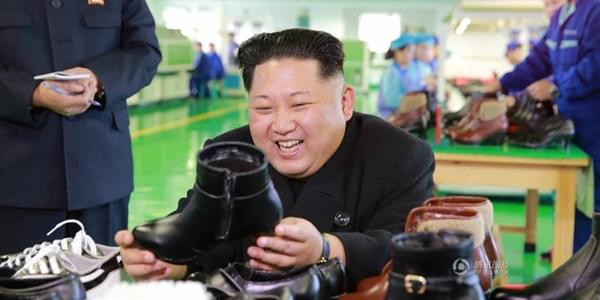 金正恩视察皮鞋厂 笑看女式高跟鞋