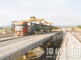 漳浦万安大道二期桥梁安装完成 国庆前试通车
