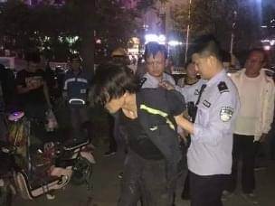运城外卖小哥见义勇为协助警察抓获一偷车贼
