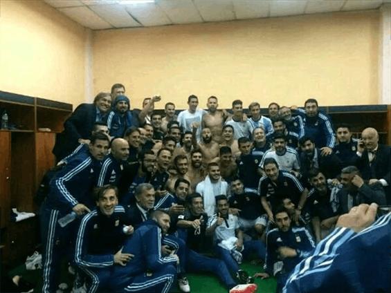 阿根廷赛后合影曝光:5秒找不到梅西 核心竟是他