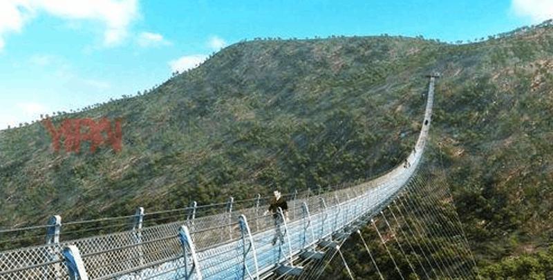 世界最长的悬跨式玻璃索桥落户平山红崖谷景区