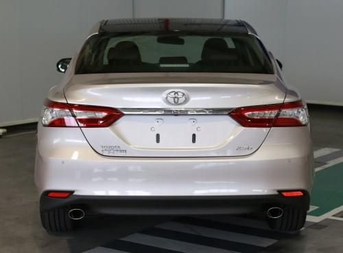 2.0L车型为右侧单出尾排,2.5L车型为双侧双出尾排