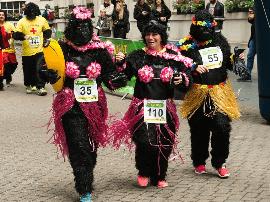 """伦敦人民欢乐多,""""猩猩""""上街跑步竟是为做慈善?"""