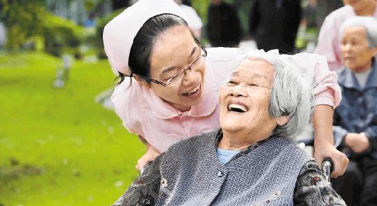 人社部:实现养老保险基金长期平衡 严控提前退休