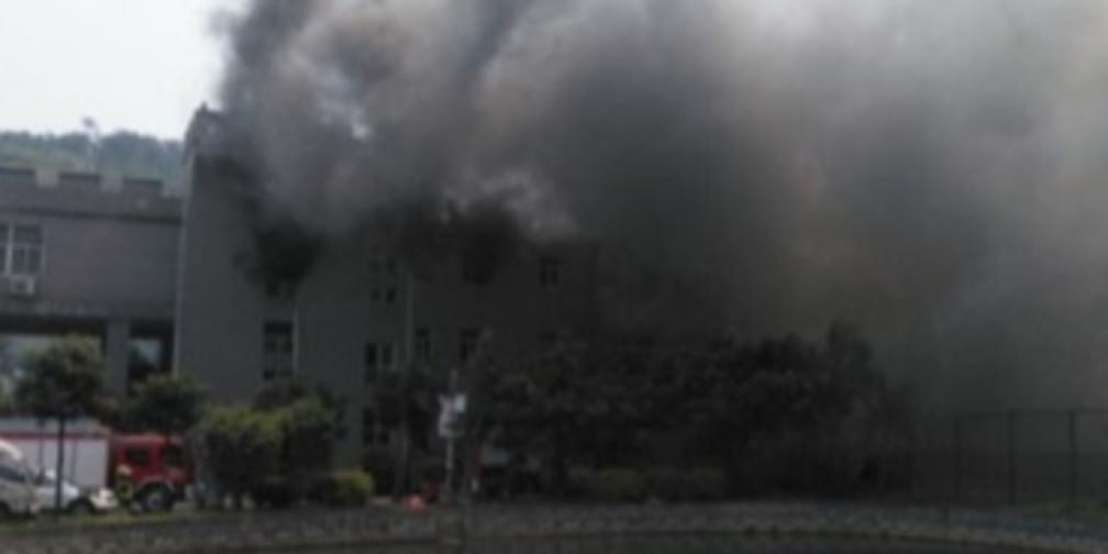 福州福湾财贸服装城仓库起火大量货物被烧