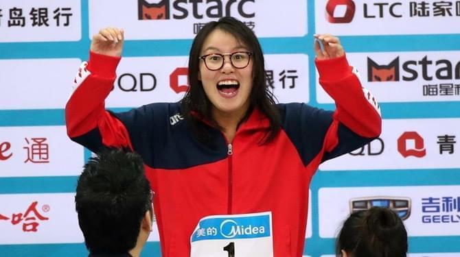 女子50米仰泳傅园慧力压刘湘夺冠