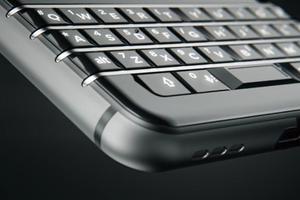 黑莓宣告彻底放弃BlackBerry系统