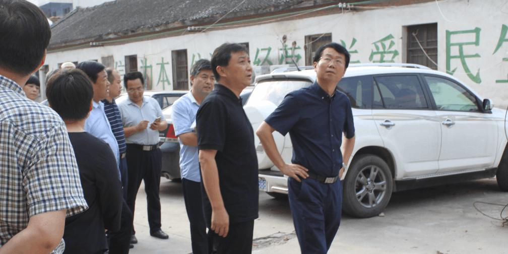 内乡县长杨曙光 深入县医药公司调研
