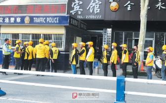 """""""炸街""""搞宣传 19名外卖小哥集体受罚"""