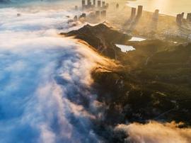 遇见最美青岛 平流雾下浮山宛如仙境