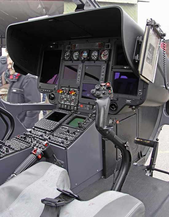 真实的EC135驾驶舱