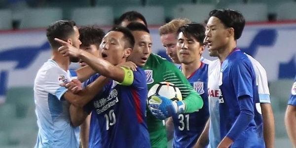 比赛尾声2度爆发冲突 申花客场0-0悉尼出局