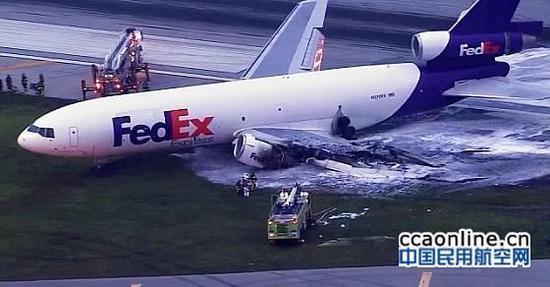 从发现飞机引擎起火,到飞机平安落地