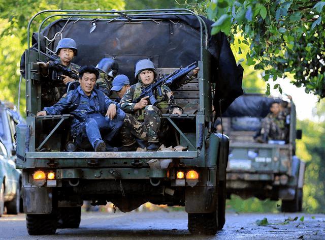 约200亲IS分子占领菲南部学校 挟持学生作人质